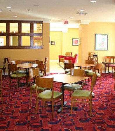 Residence Inn Greensboro Airport: Breakfast Area