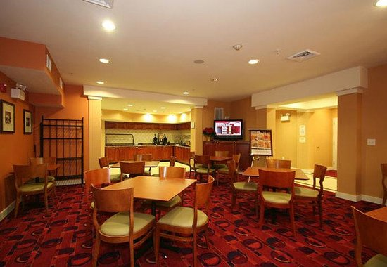 Residence Inn Greensboro Airport: Hearth Room