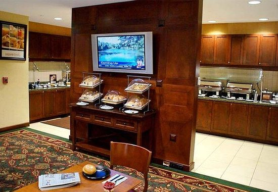 Residence Inn by Marriott Daytona Beach: Breakfast Buffet