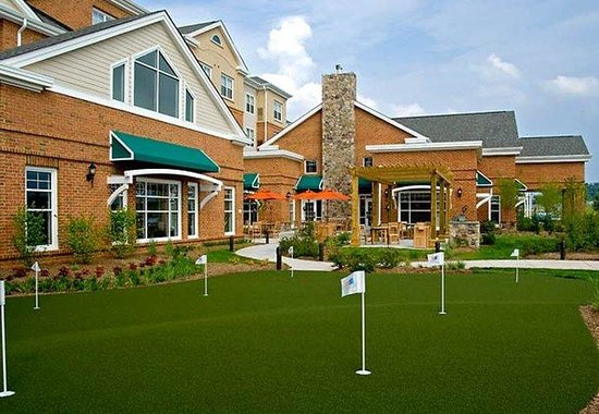Residence Inn Dulles Airport at 28 Centre: Putting Green