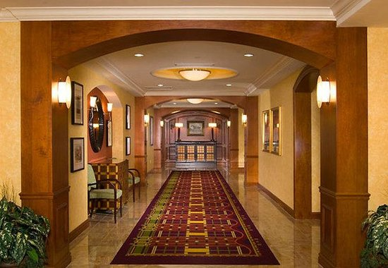 Residence Inn Dulles Airport at 28 Centre: Grand Hallway