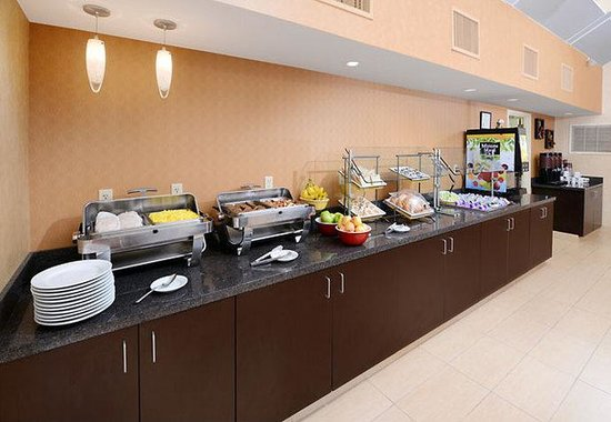 Residence Inn Dallas Richardson: Breakfast Buffet