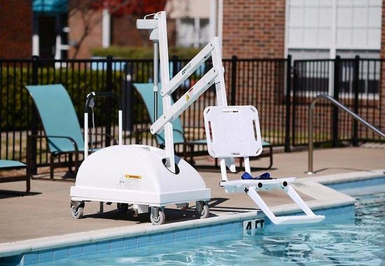 Residence Inn Dallas Richardson: ADA Pool Chair Lift