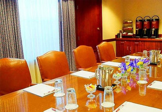 Residence Inn Cleveland Beachwood: Executive Boardroom