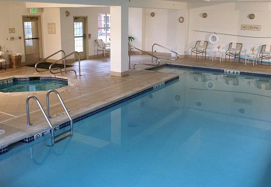 Lakewood, CO: Indoor Pool &amp; Spa