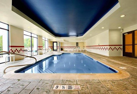 Milford, CT: Indoor Pool &amp; Whirlpool