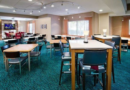 SpringHill Suites Seattle South/Renton: Breakfast Seating Area
