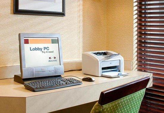 SpringHill Suites Centreville Manassas: Business Center