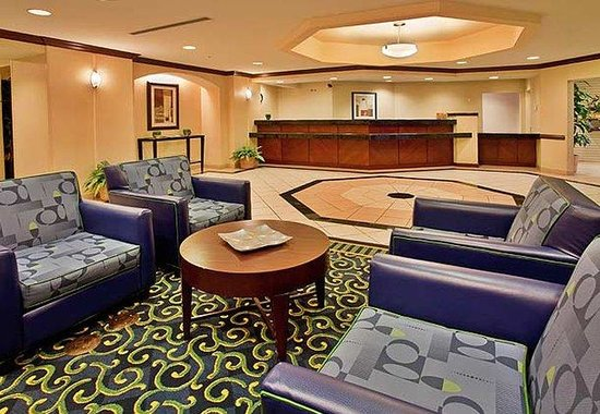 SpringHill Suites Austin South: Warm and Welcoming Lobby