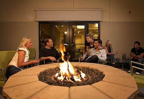 Modesto, Californië: Outdoor Firepit