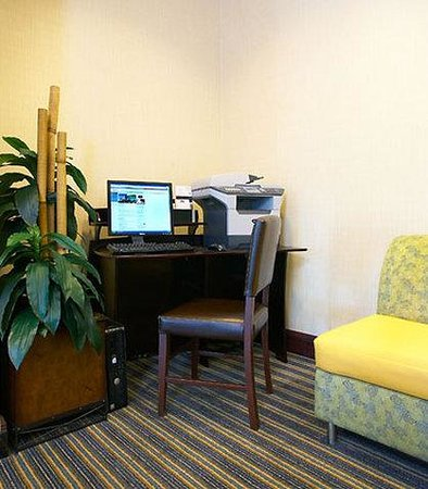 SpringHill Suites Modesto : Business Center