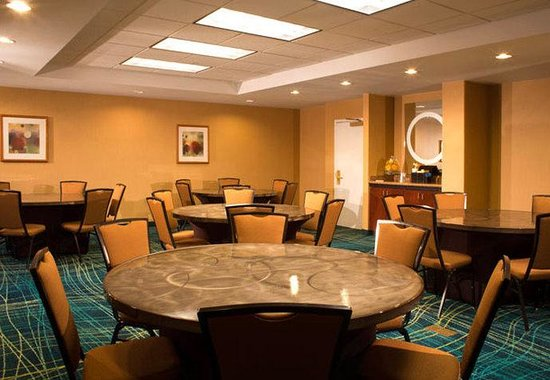 Buford, GA: Meeting Room- Social Set Up
