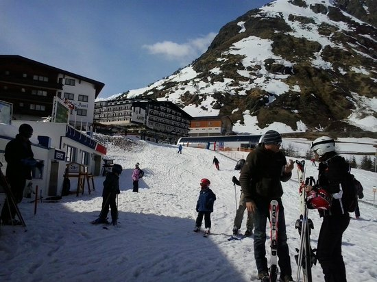Galtür, Austria: Ski School & ski area next to Hotel