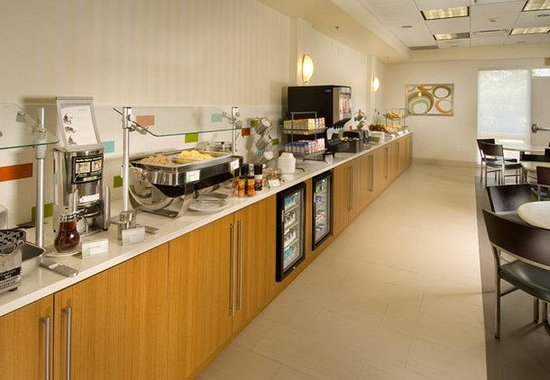 SpringHill Suites Miami Airport South : Breakfast Buffet