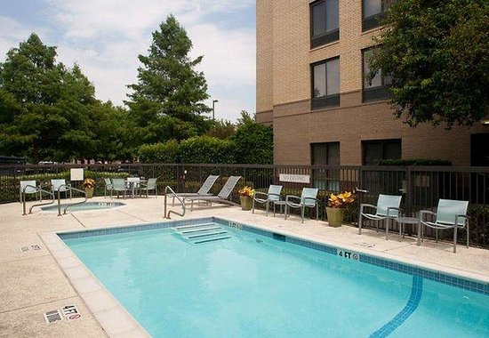 Addison, TX: Outdoor Pool &amp; Whirlpool