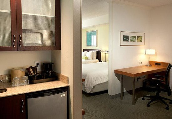 SpringHill Suites Lexington near the University of Kentucky: Suite Amenities