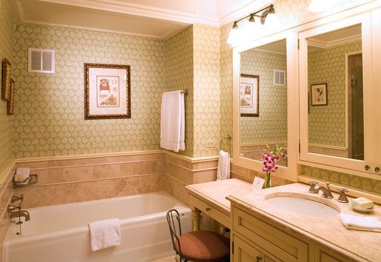 The Sherry-Netherland Hotel : Bathroom 