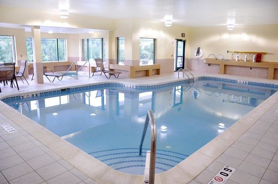 Kalamazoo, MI: Indoor Swimming Pool and Hot Tub