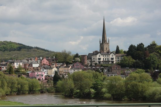 Ross-on-Wye, UK: Hotel from the Wye, below