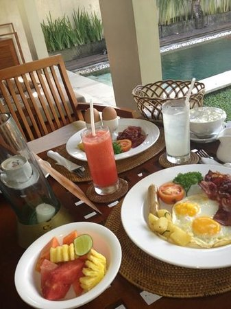 Uma Sapna: breakfast in the villa