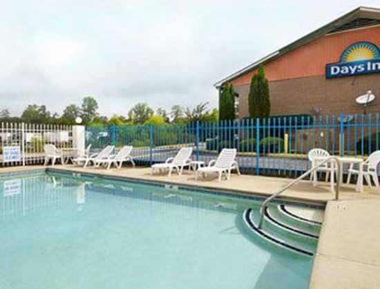 Days Inn Columbia: Pool