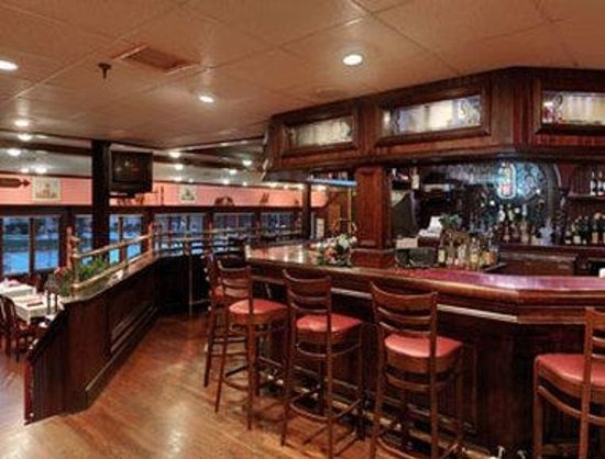 Groton, CT: Bar