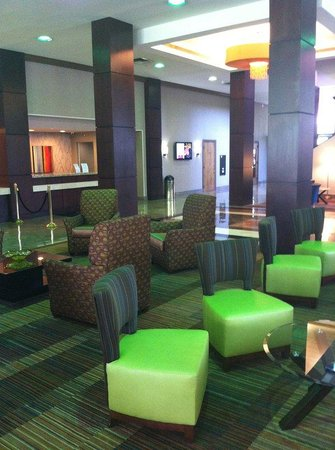 Crowne Plaza Dayton: Lobby Sitting Area