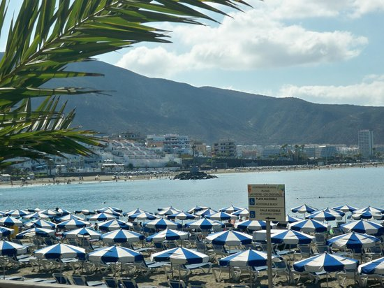 Mediterranean Palace Hotel (Mare Nostrum Resort): Beach near hotel