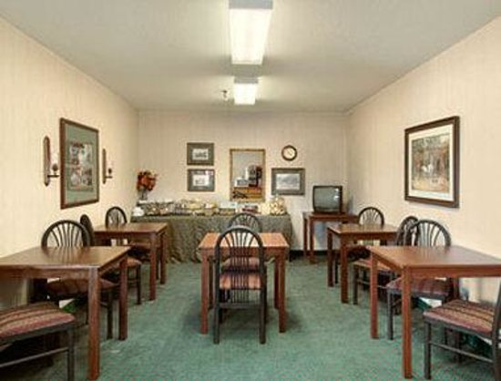 Days Inn Salina: Breakfast Area