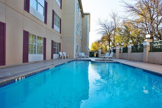 Round Rock, TX : CountryInn&Suites RoundRock  Pool