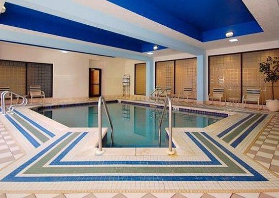 Comfort Suites Kenosha: Pool