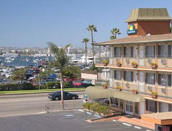 San Diego - Days Inn Harbor View / Airport / Convention Ctr: Exterior