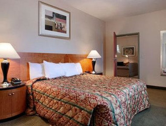 Days Inn Luray Shenandoah: Suite