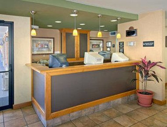 Days Inn Alamo/Riverwalk: Lobby