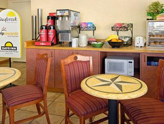 Days Inn Alamo/Riverwalk: Breakfast Area
