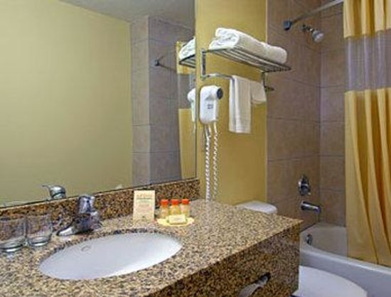 Days Inn Alamo/Riverwalk: Bathroom