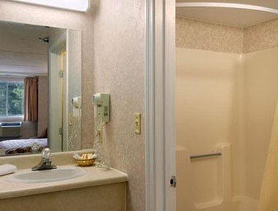 Days Inn South Portland: Bathroom