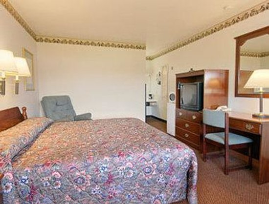 Greenville, NC: Standard King Bed Room