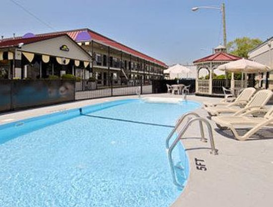 Greenville Days Inn: Pool