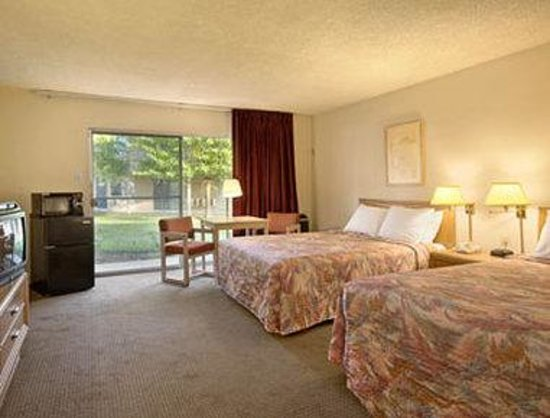 Novato, CA: Standard Two Queen Bed Room