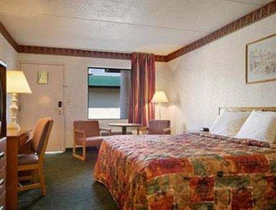 Greeneville, TN: Standard King Bed Room