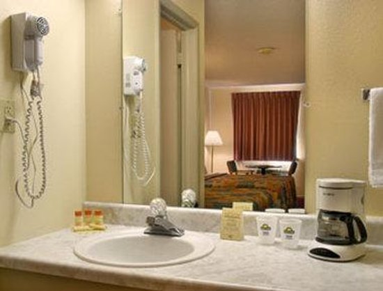 Days Inn Eureka Springs: Bathroom