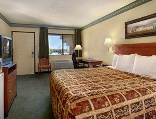 Days Inn of Rio Rancho: Standard King Bed Room