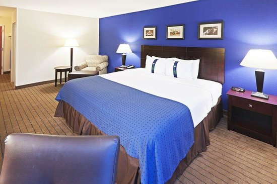 Holiday Inn Bedford DFW Airport Area West: King Bed Guest Room