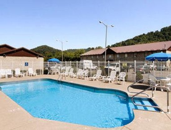 Charleston, WV: Pool