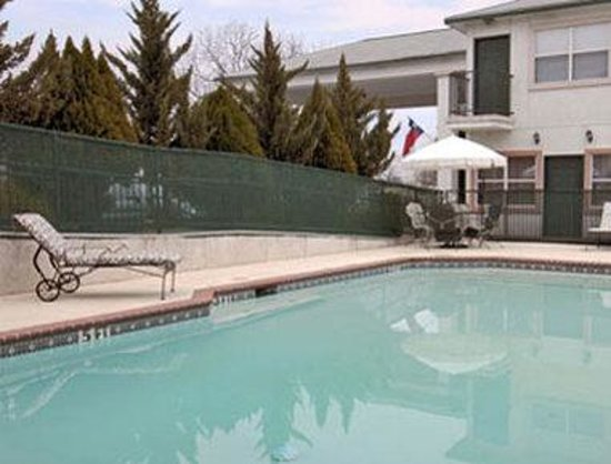 Days Inn Suites: Pool
