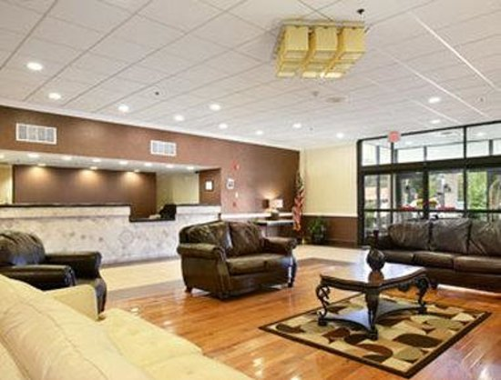 East Hartford, CT: Lobby