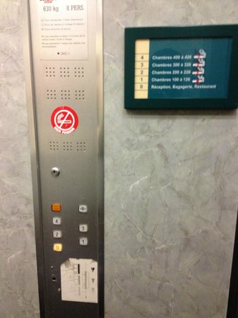Archamps, France : Elevator with missing card system