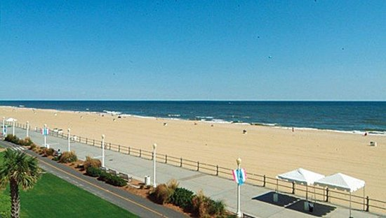 Holiday Inn Oceanside - Virginia Beach (21st): You're just steps from the beach