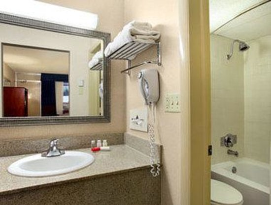 Overland Park, KS: Bathroom
